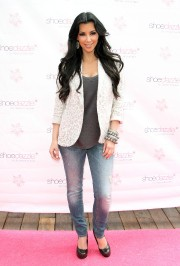 Kim-Kardashian-Celebrates-Shoedazzle-First-Birthday-37.md.jpg