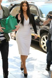 Kim-Kardashian-Heads-to-a-Meeting-in-Beverly-Hills-2012-05.md.jpg