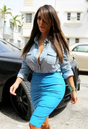 Kim-Kardashian---Sigthings-in-Miami-2012-09.md.jpg