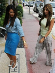 Kim-Kardashian---Sigthings-in-Miami-2012-18.md.jpg