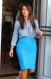 Kim-Kardashian---Sigthings-in-Miami-2012-27.md.jpg