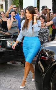 Kim-Kardashian---Sigthings-in-Miami-2012-61.md.jpg