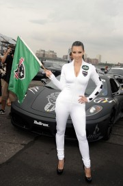 Kim-Kardashian-Kicks-Off-The-2010-AMP-Energy-Bullrun-Rally-72.md.jpg