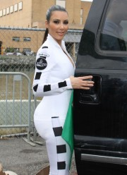 Kim-Kardashian-Kicks-Off-The-2010-AMP-Energy-Bullrun-Rally-82.md.jpg