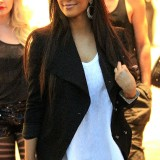 Kim-Kardashian-Lunch-In-A-Private-Cabana-And-Shopping-25