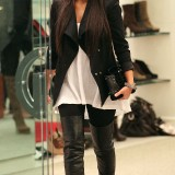 Kim-Kardashian-Lunch-In-A-Private-Cabana-And-Shopping-27