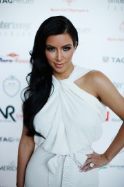 Kim-Kardashian-attends-Amber-Fashion-Show-02.md.jpg
