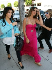 Kim-and-Brittny-Gastineau-Shopping-in-Los-Angeles-10.md.jpg
